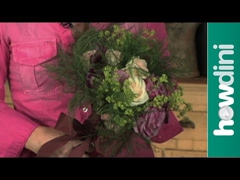 How to make a bouquet – Hand tied flower bouquet