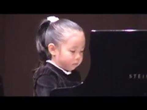 Pianist (5years old girl):Bach Gigue