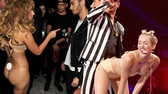 Top 5 Controversial VMA Moments Ever!